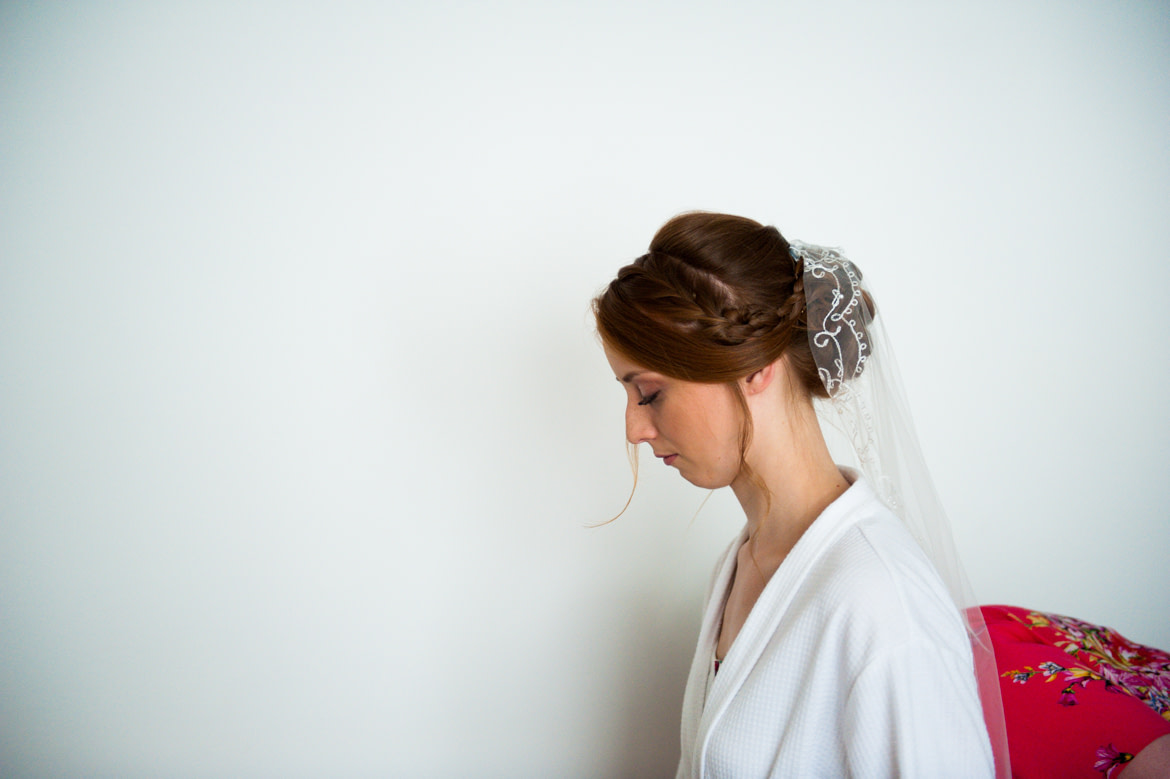 bride's side pose